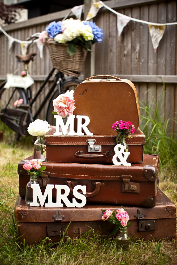 How to achieve the perfect vintage wedding themeivy ellen for Antiques decoration