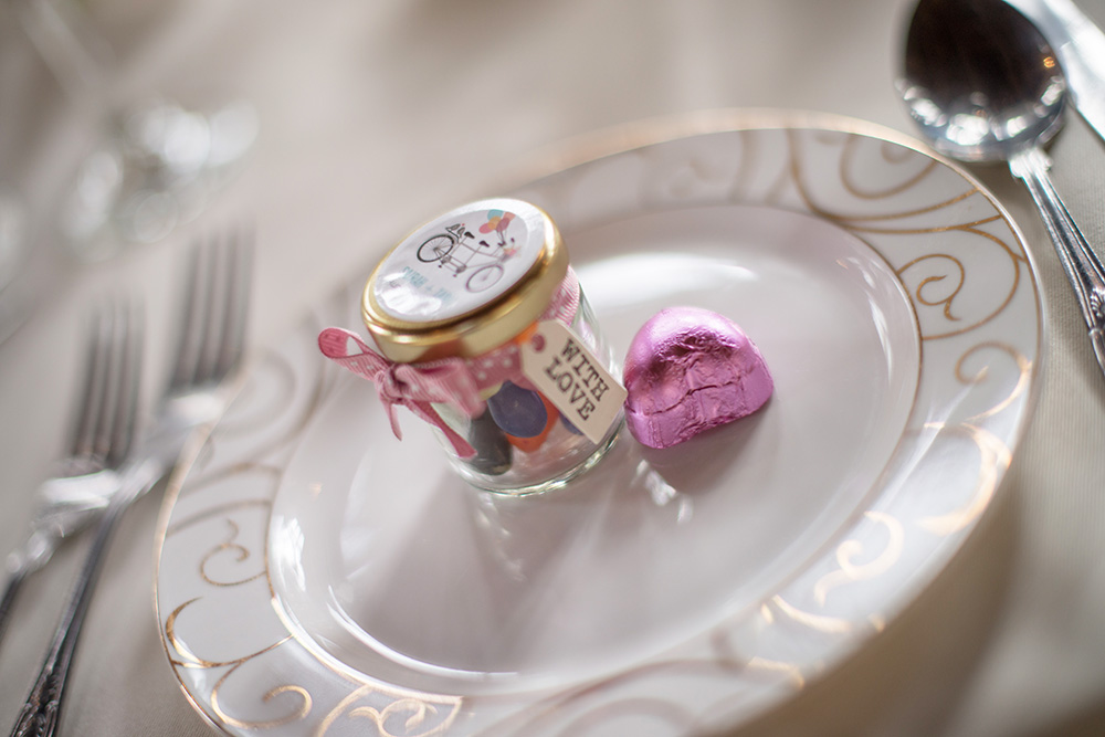 10 wedding favour ideas to wow your guests for Wedding table favours
