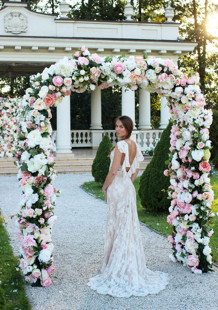 floral arch - wedding flower displays